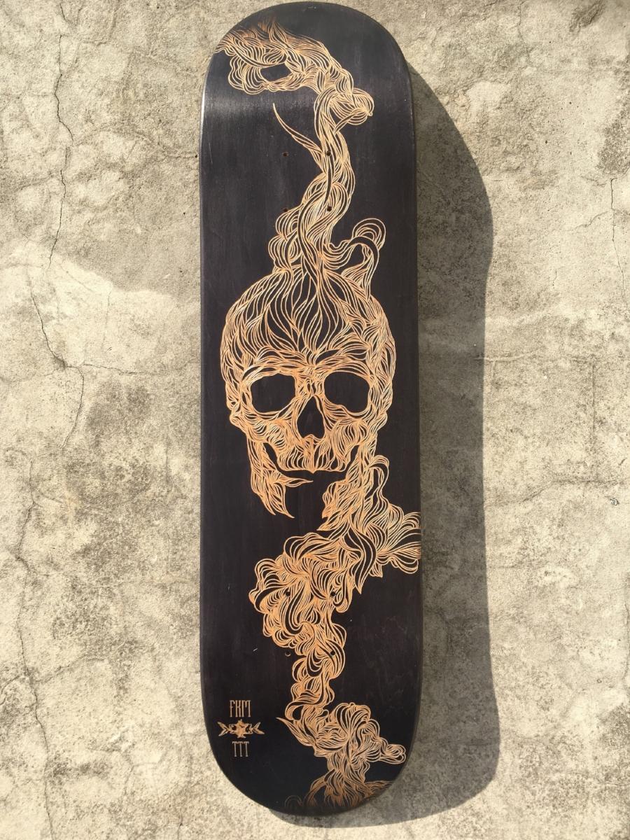 skateboard personnalisé fkm-crâne