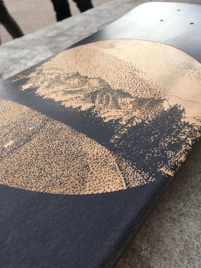 Kunciter engraved skateboard