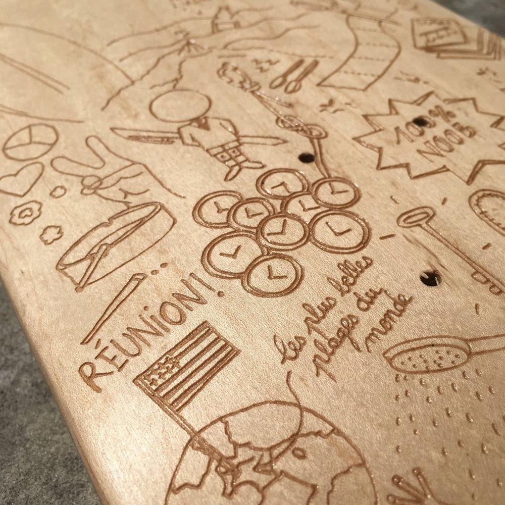 Zoom sur le skateboard personnalisé par la gravure laser
