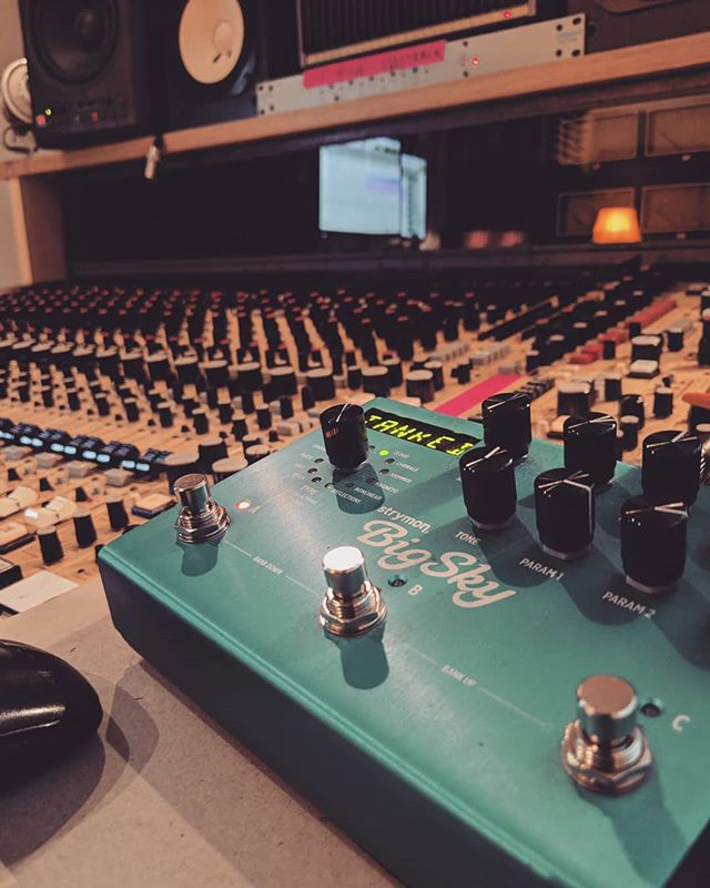 This pedal is incredible #tonezone #strymon #bigsky #reverb #reverbpedal