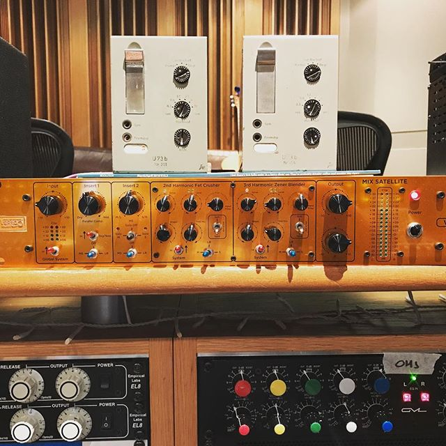 Vintage tab U73bs paired with the Vertigo Sound Mix Satellite is a very good thing indeed #u73b #vertigosound #drumbuss #mixing #soundengineer #musicstudios