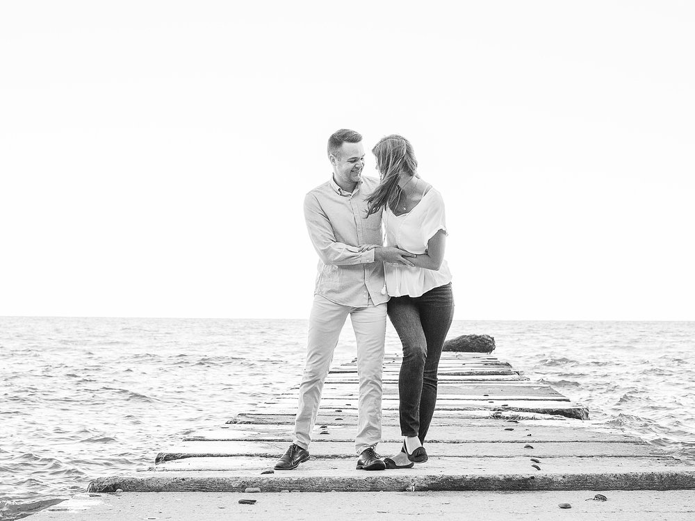 LaurenJoe_Engagement_HKco_25_B&W.jpg