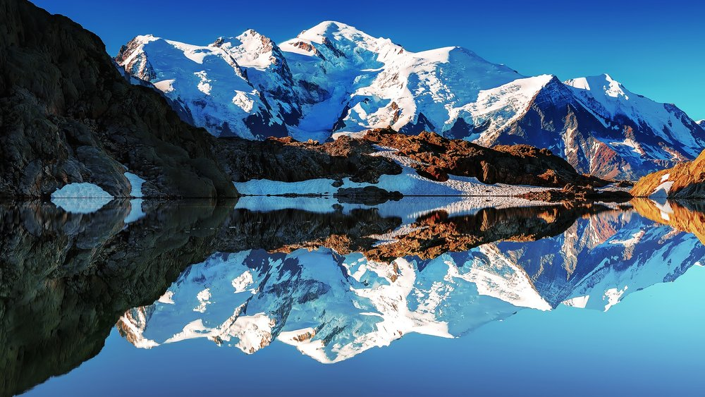 France-Alps-Mont-Blanc-white-mountains-lake-reflections-mirror_1920x1080.jpg