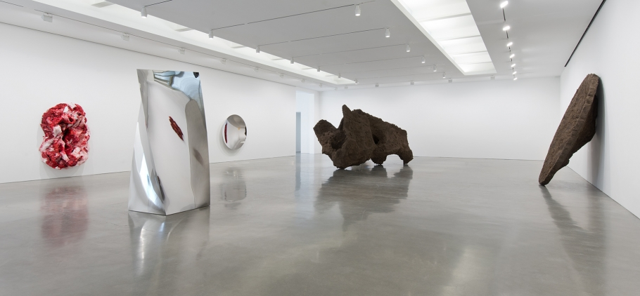 Installation view, Anish Kapoor, Regen Projects