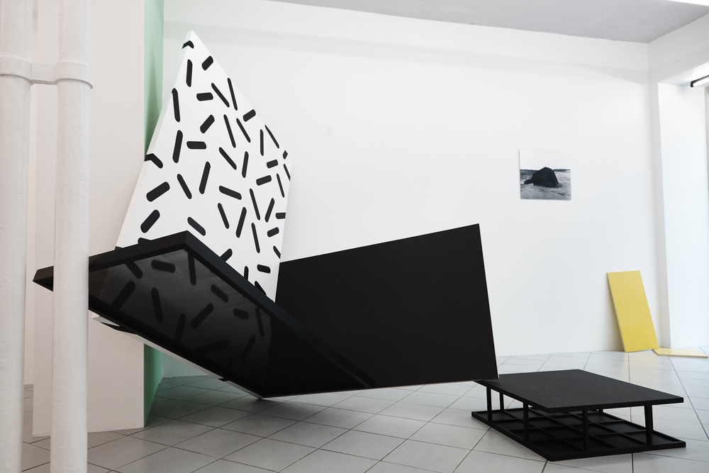 Installation view, Pictures seemed not to know how to behave, Galerie Jérôme Pauchant