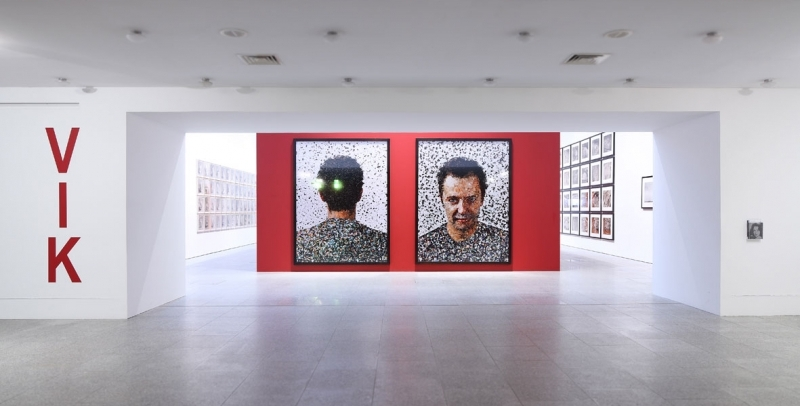 Entrance view, Vik Muniz, Museu Berardo, 2011, Photo by David Rato
