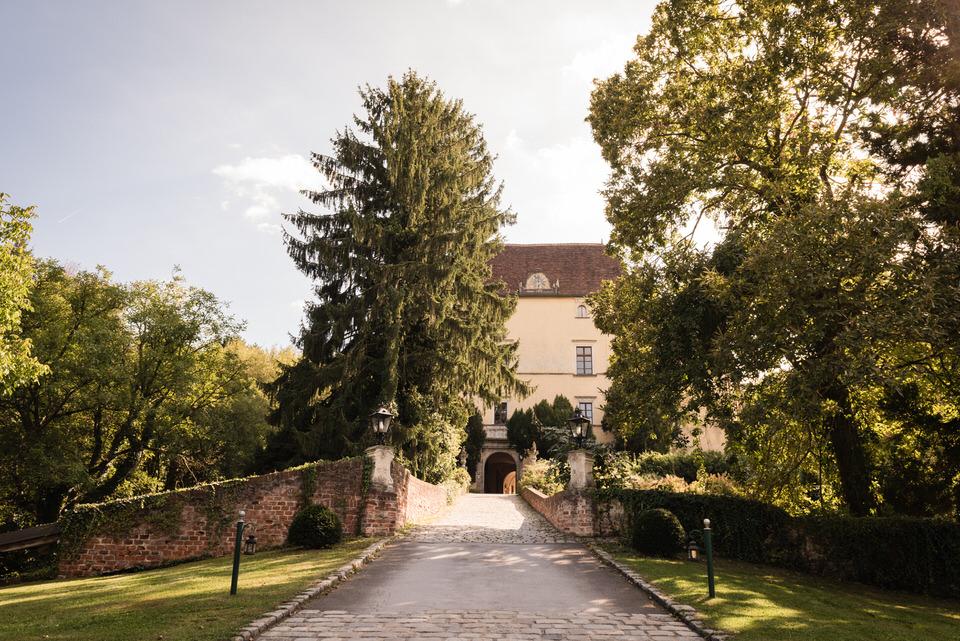 austria-SCHLOSS-OBERMAYERHOFEN-destination-wedding-photographer-1.jpg