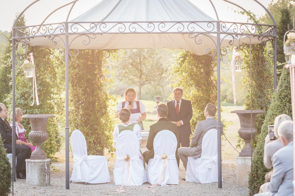 austria-SCHLOSS-OBERMAYERHOFEN-destination-wedding-photographer-8.jpg