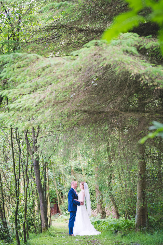 chevin-lodge-leeds-wedding-photographer-17.jpg