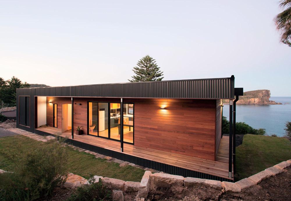 speed-machine-australian-beachside-prefab-archiblox-facade-colorbond-ultra-steel-cladding-queensland-blue-gum-wood.jpg