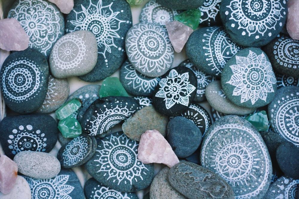 mandala rocks diy