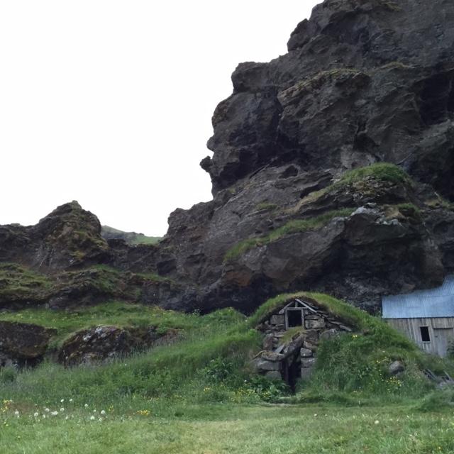 Drangshlíð Rutshellir