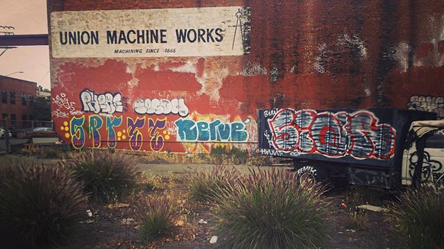 Inspiration is everywhere. #abndnus #abndn #abandoned #building #dogpatch #urbex #ue #unionmachineworks #cmbsynth  photo by @cmbsynth