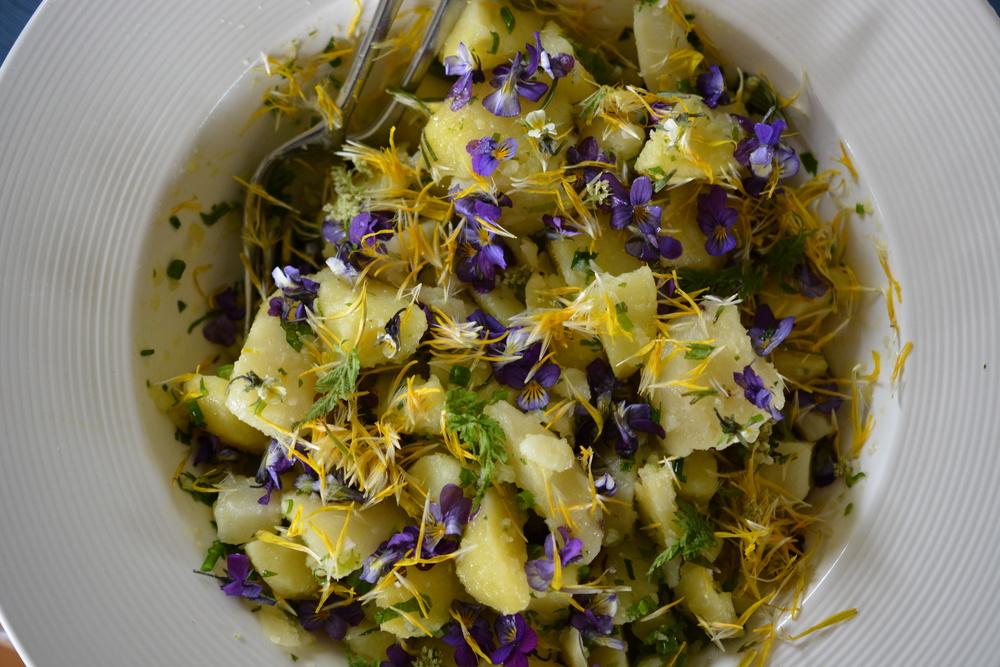 en blomstrende potetsalat
