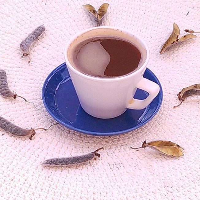 Ute markerer seg som en lupin barrista av verdensklasse ! Frø av lupin høstet, røstet, malt og tilberedt som espresso.Smaker som en kraftig espresso. Deilig bitter.  Den type lupin som vokser vilt i Norge inneholder giftige stoffer så jeg fraråder alle fra å eksperimentere med lupin.