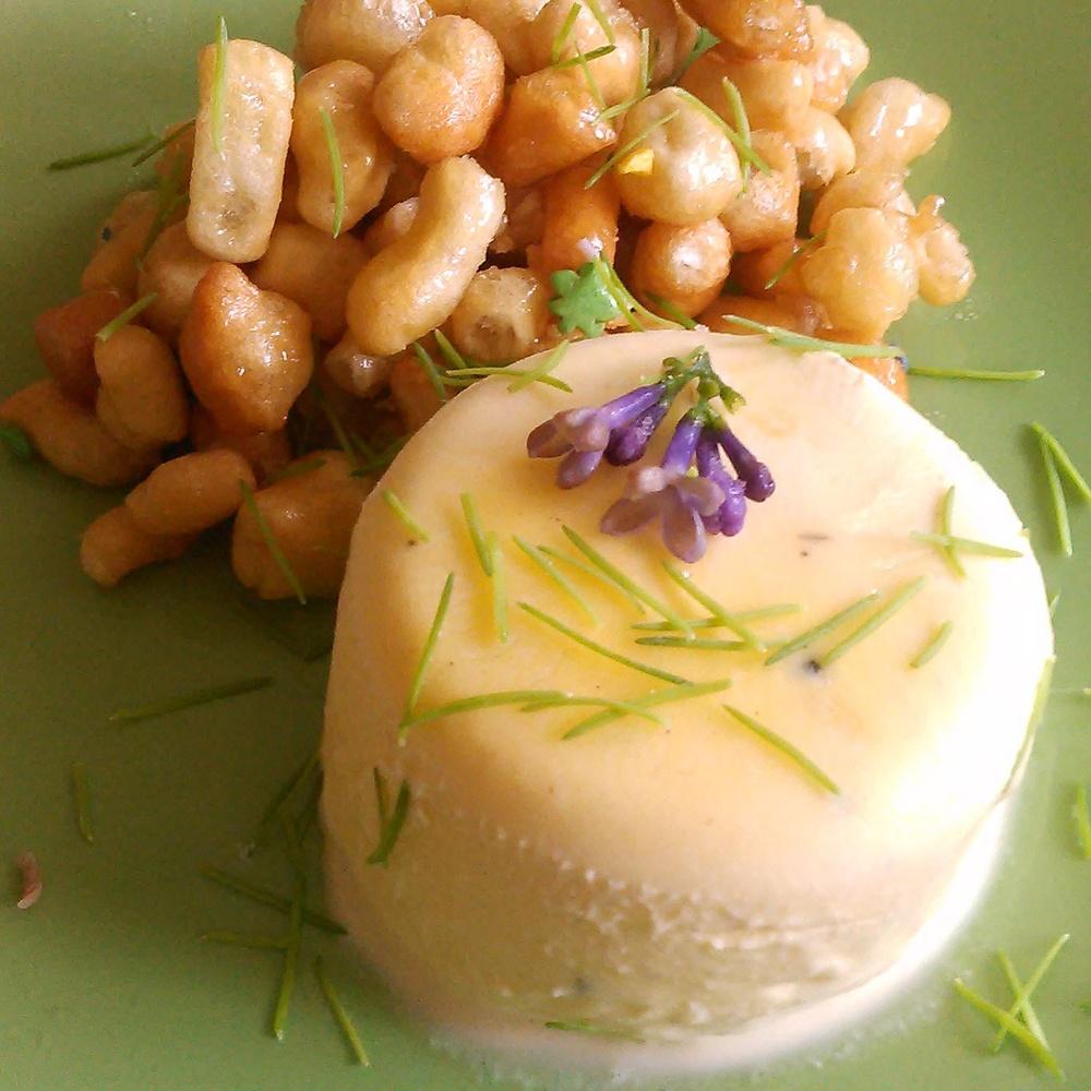 Lørdagsgodt : Syrin iskrem servert med granskudd og chak-chak som er en delikatesse fra Tatarstan