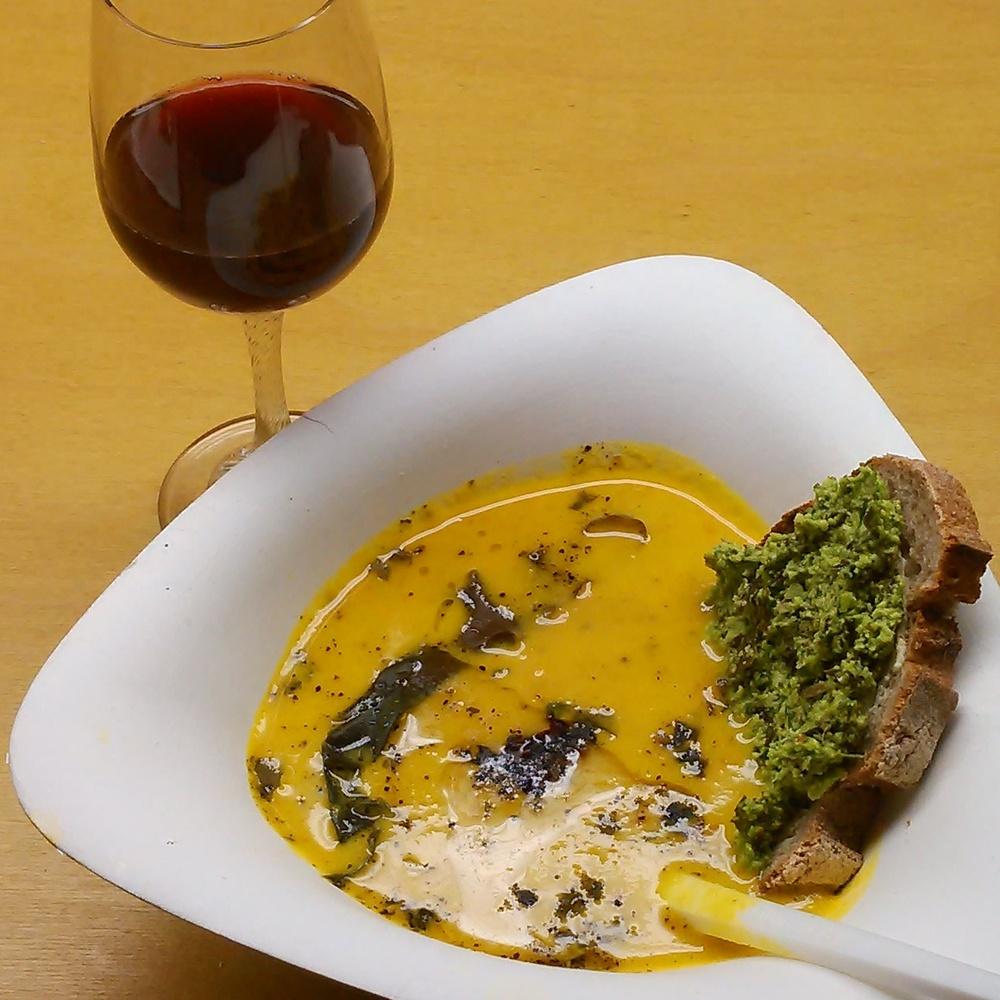 På tang og tare kurs smaker vi på bl.a.  vingetang, tangpesto og blåbærvin