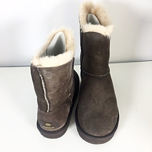 1ff907233be Brown Leather Ugg 3/4 Boot with Fleece Lining; Size 6; NEW