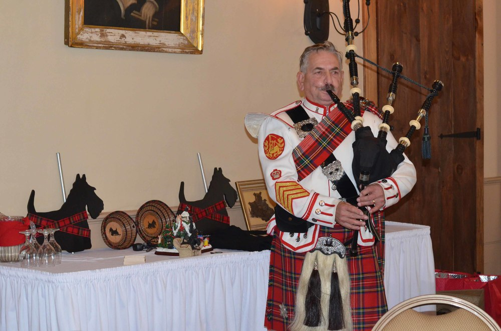 auction table &bagpiper.jpg