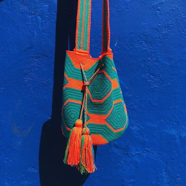 💙 Mochila Taganga 💙 Shop link in bio ✨ . . . #mochilawayuu #wayuubag #wayuubags #mochilacolombiana #wayuumochila #colombia #travelsouthamerica #obelo #beachbag