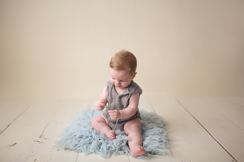Beckham, Iowa baby photographer, 6 months, baby, baby boy, sitting, suspenders, wood backdrop, jessica bonestroo photography, sioux falls, sd