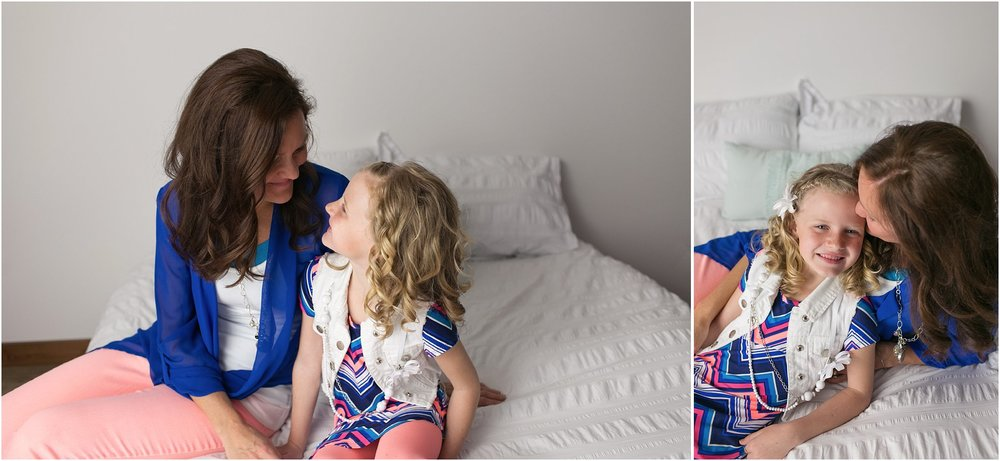 mommy and me, white bed, mini session, mother daughter