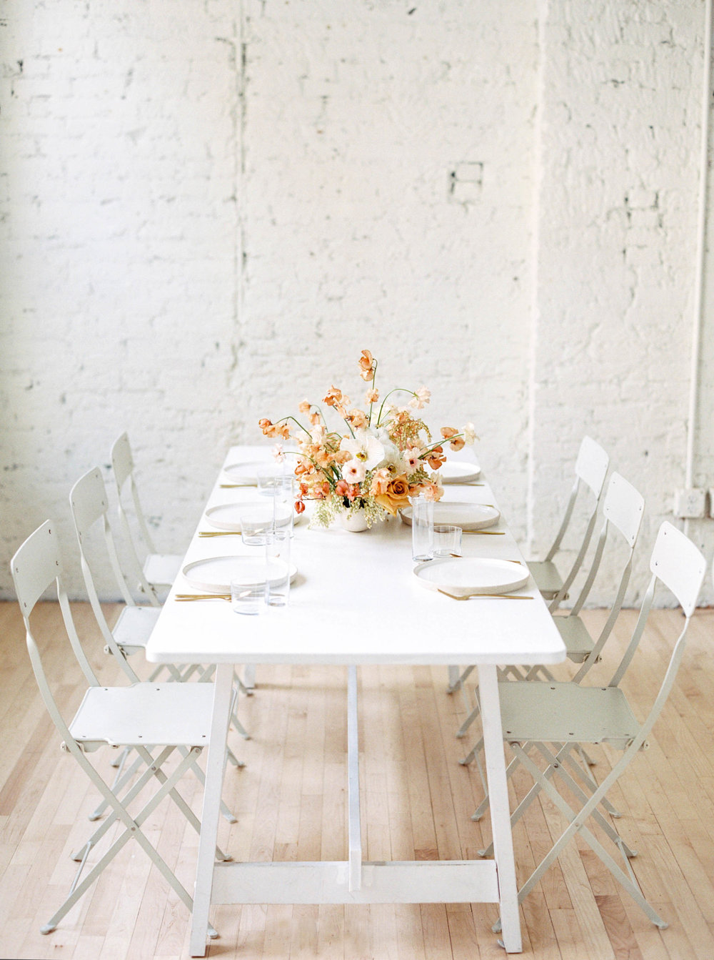 evergreen flower company jenna powers photography featured on wedding sparrow mod rehearsal styled shoot modern floral design minimalist design wedding flowers ceramic plates gold flatware zurie studio angie warren artistry makeup sarah weird hair