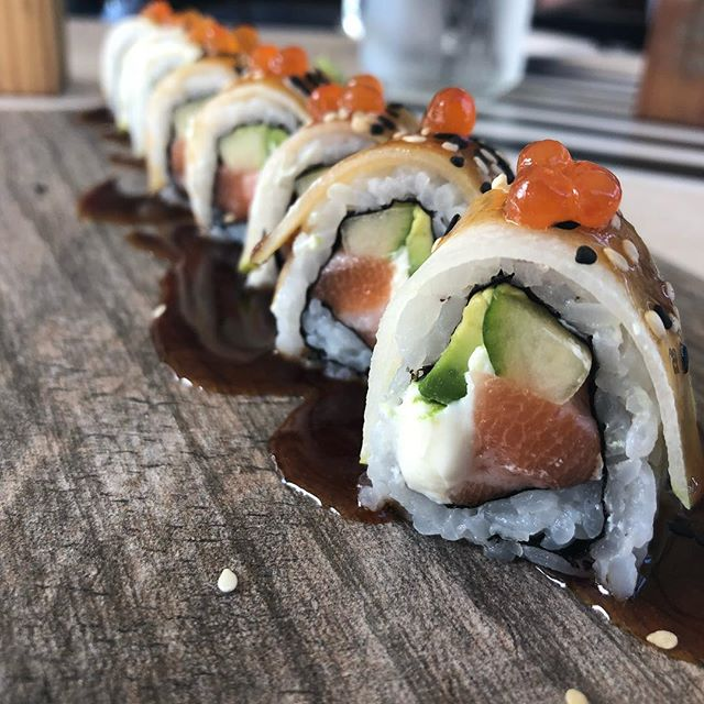 Wild Scottish Salmon Roll with 🍐 on Top • Yummy 😋 . . . . . #chef #food #restaurant #photooftheday #foodblog #influencer #enjoy #travel #yum #taste #bite #miami #lunch  #southbeach #yummy #sobe #lunchy #delicious #usa #dinner #brunch #fresh #tasty #yummy #wow #lol #amazing #blogger #sushi