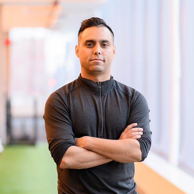 Here's 4️⃣ questions from Personal Trainer Erol to align your 2019 fitness goals: 1. Why do I want to better myself? 2. How will this impact my life? 3. Is this important to me? Give it a scale of 1-10. 4. How am I going to achieve these goals? Invest in your training and trust the process. Tap the link in our bio to book your consultation with Erol at our #Leslie location. #LoveTheGymAgain