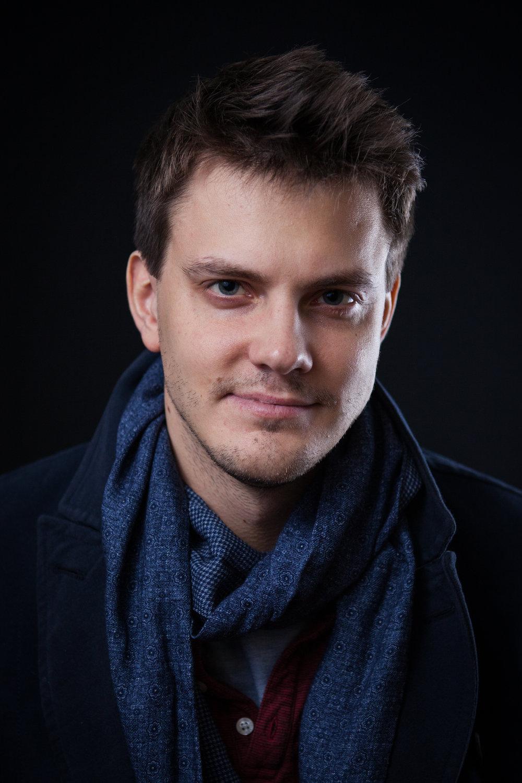 Mattias_headshot_färg.jpg