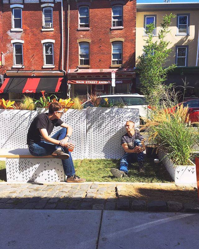 Nothing like a nice mid-afternoon break to enjoy a bit of sunny green space. Stop on by! #PARKingDayPHL @myphillypark @parkingdayphila #parklet #design #parkingday #parametricdesign #cncmilled #grasshopper