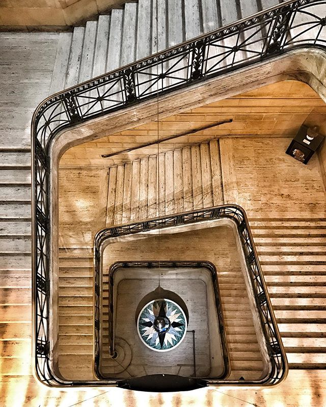 Pendulum @franklininstitute #whyilovephilly #igers_philly #philadelphia #philly #phillygram #phillyigers #franklininstitute #thisjawnmatters #stairs #stairporn #staircase #pendulum #perspective #museum #gravity #physics #momentum #lookdown #heights #igersphilly #instaphilly