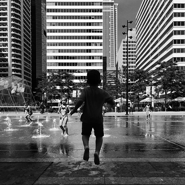 I get it. Sometimes this city makes you excited enough to jump! #whyilovephilly #dilworth #dilworthpark #fountain #water #philly #phillyigers #phila #phillygram #philadelphia #philagram #philly_igers #bw #blackandwhitephotography #blackandwhite #summer
