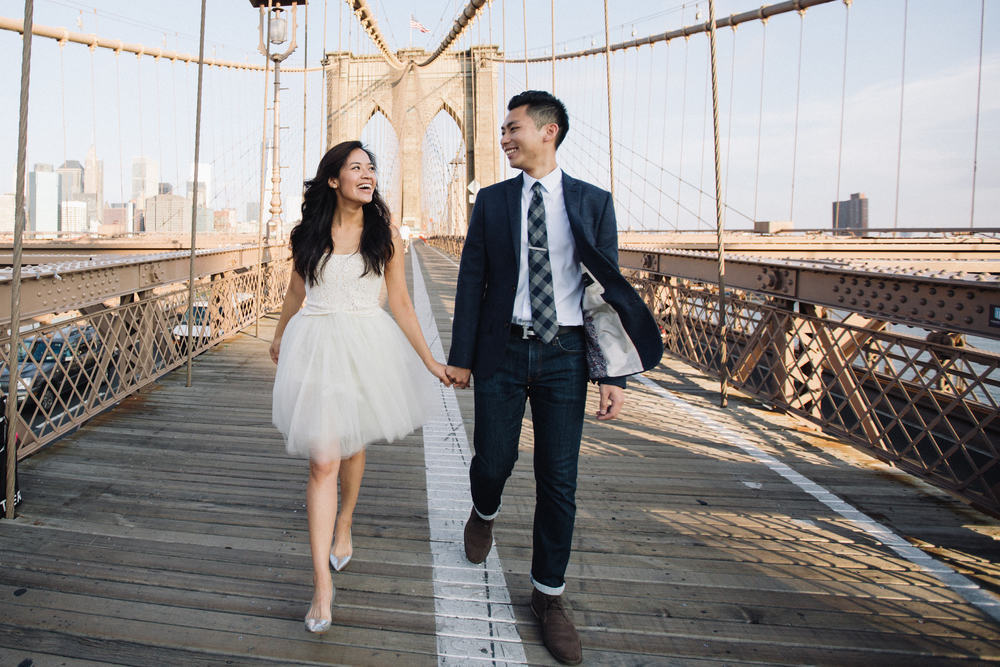 candid natural nyc Brooklyn bridge couple wedding photographer