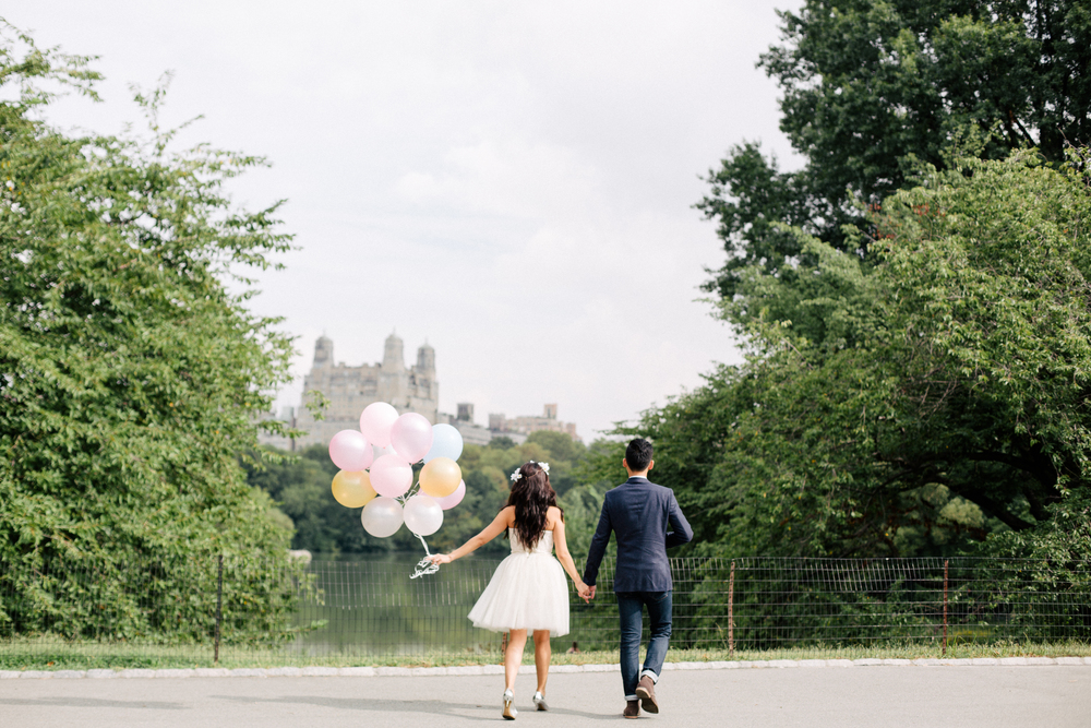 couple in central park with balloons