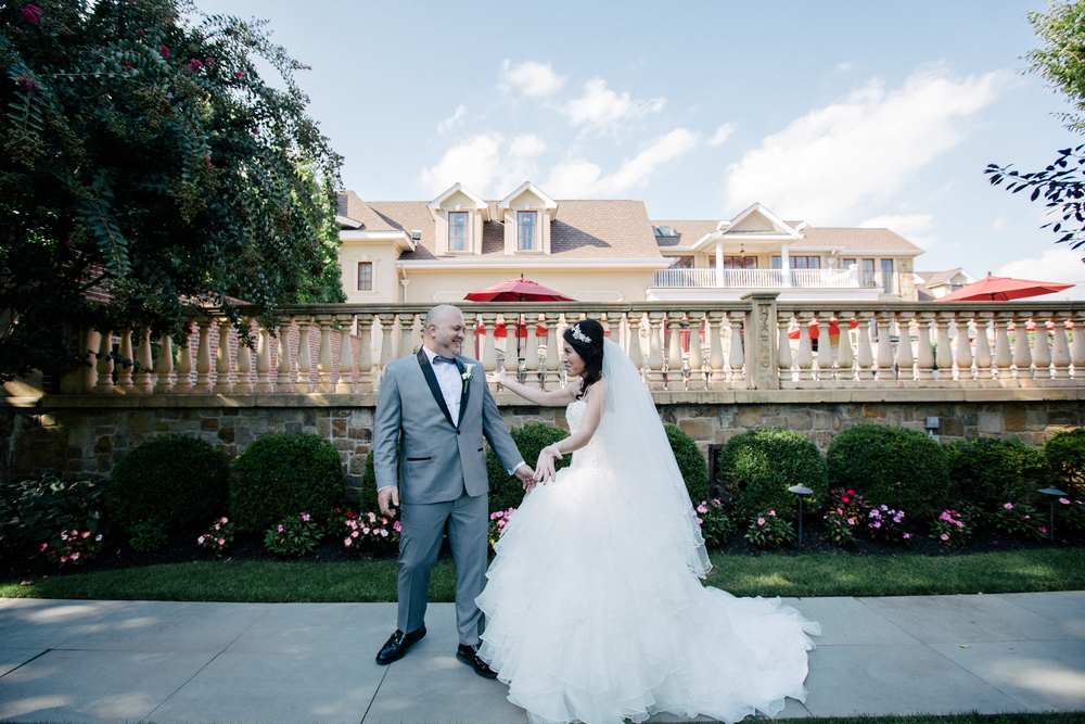 groom seeing his bride for the first time in the lawn at the inn at new hyde park
