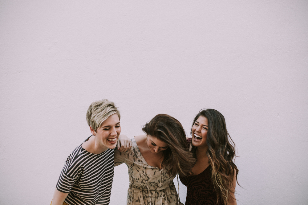 urban outfitters models hugging and giggling