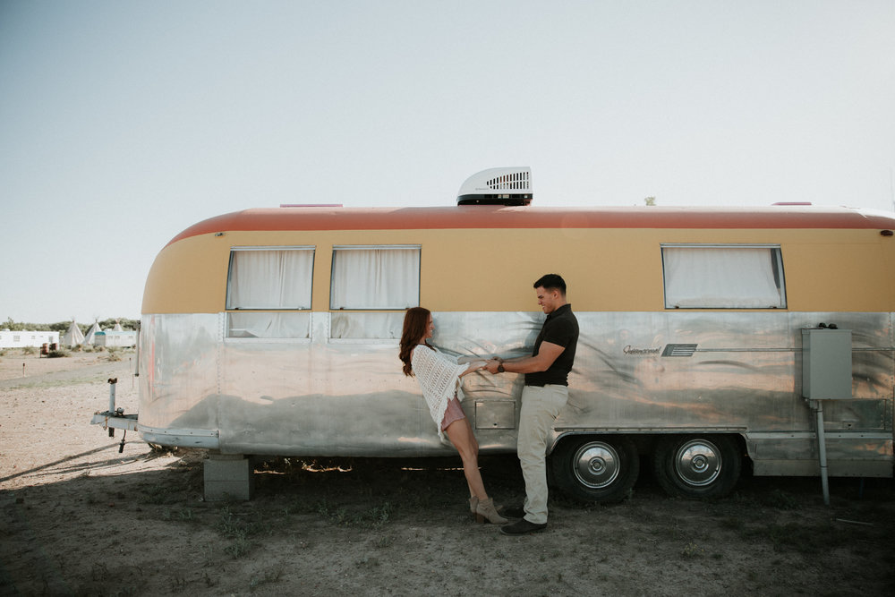 couple in el cosmico