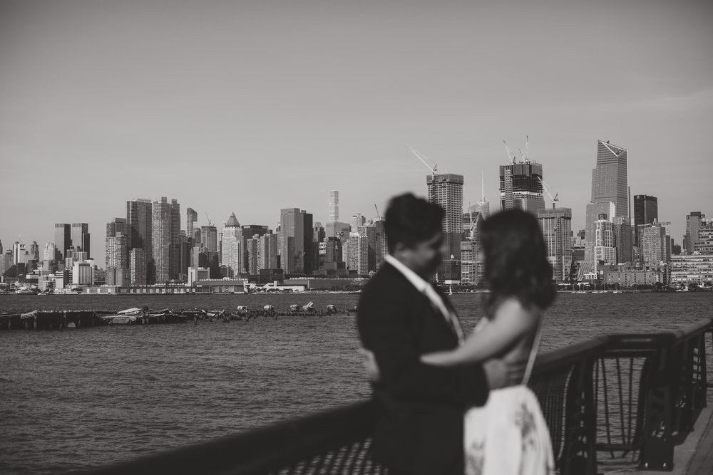 nyc skyline engagement photos