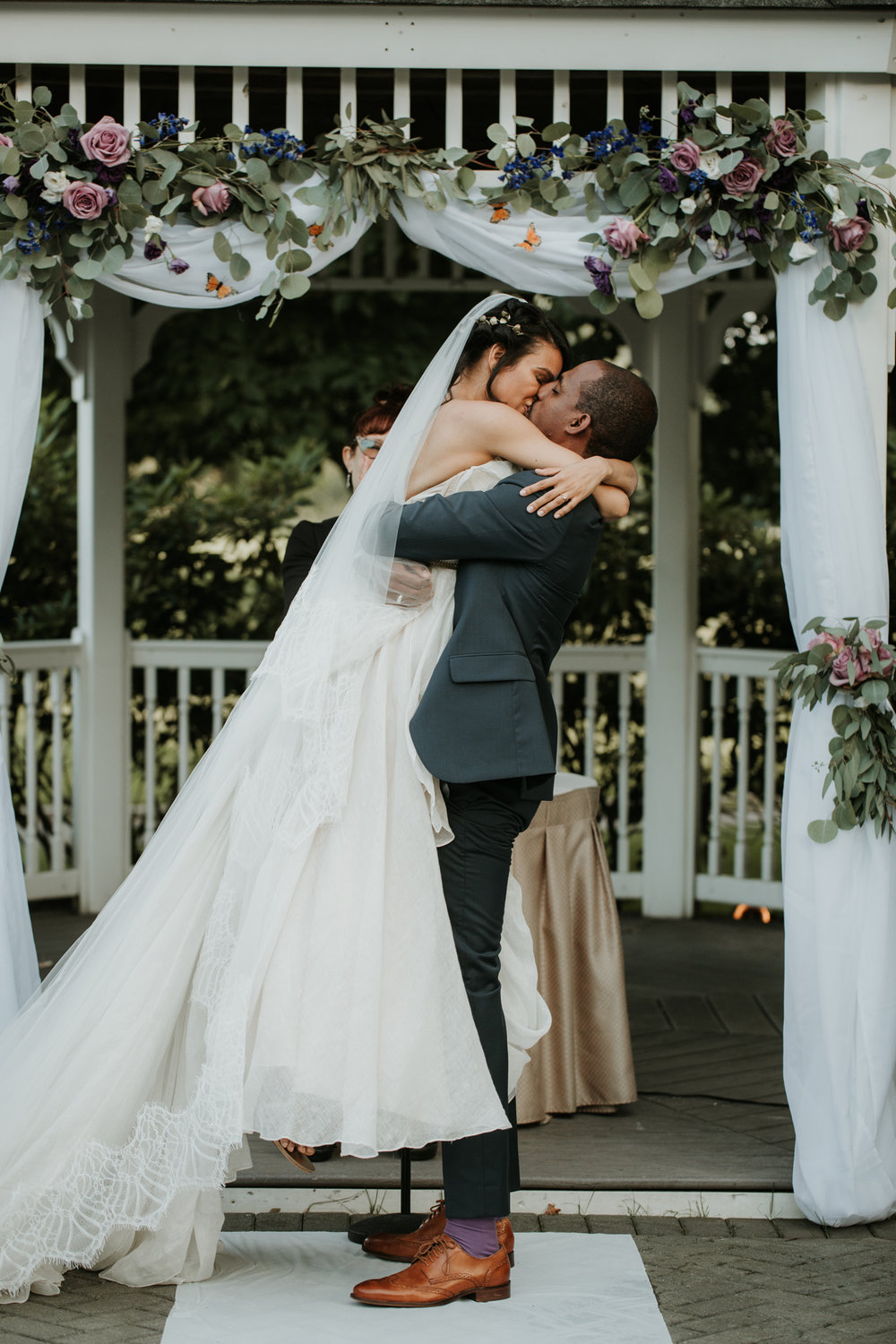 first kiss nyc wedding