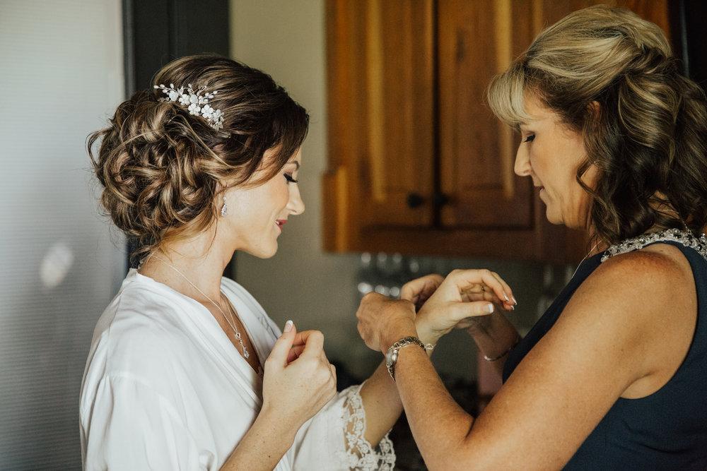 bride-getting-ready-fredericksburg.jpg