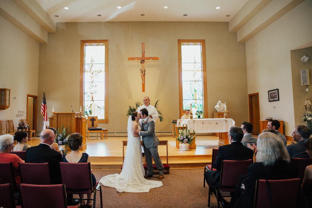 connecticut-catholic-church-wedding-photographer.jpg