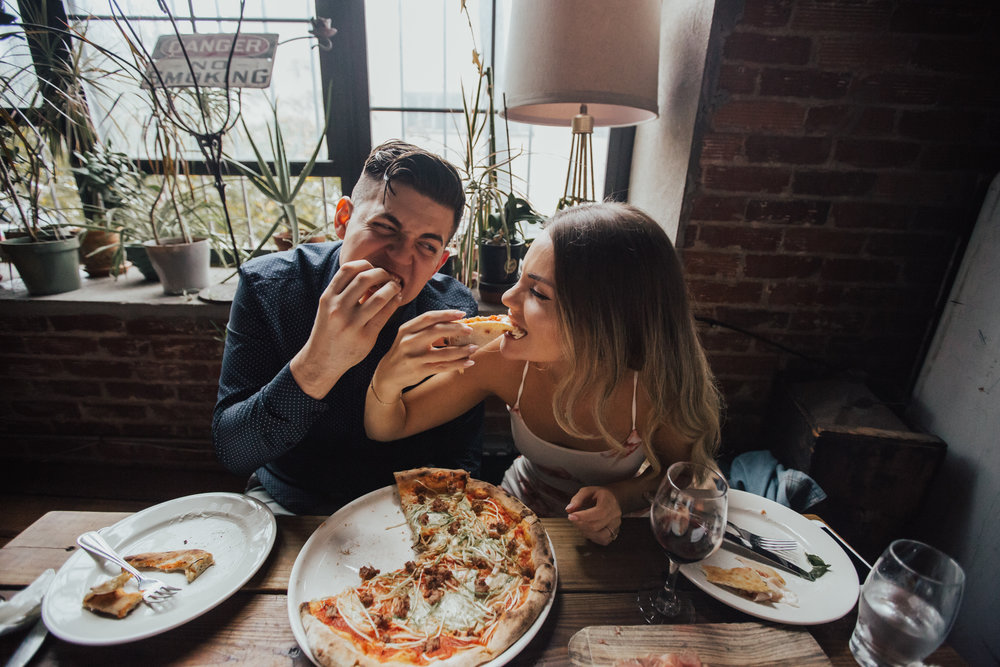 summer engagement photos pizza