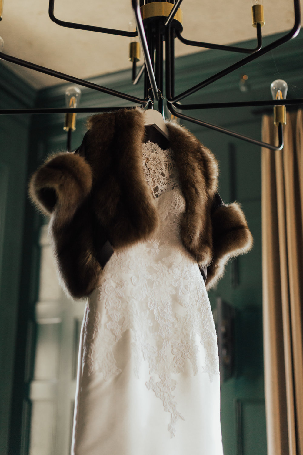 bridal fur winter wedding