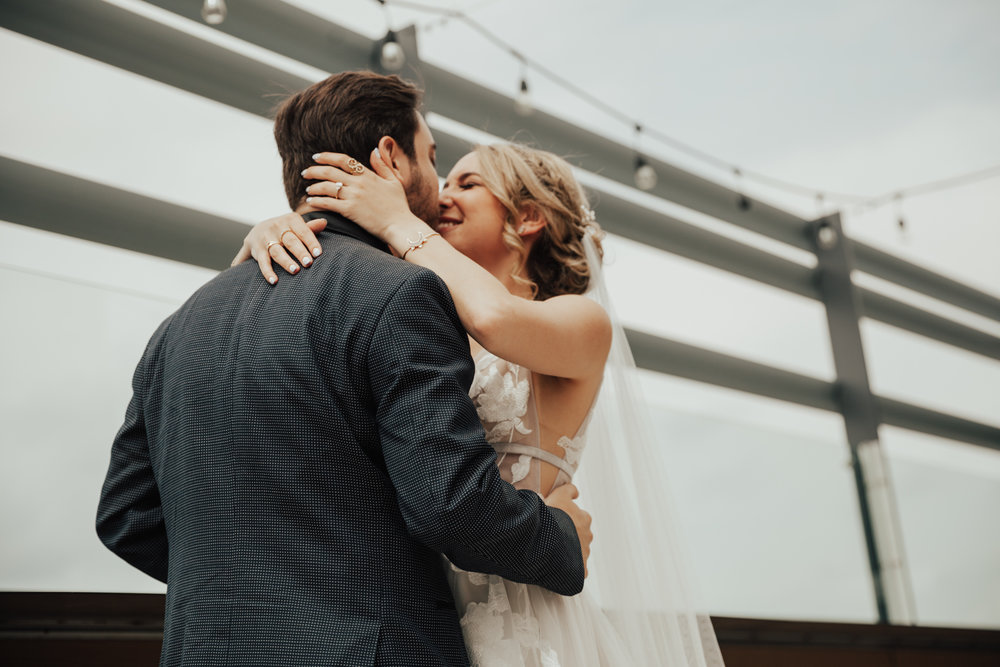 metropolitan building wedding photographer