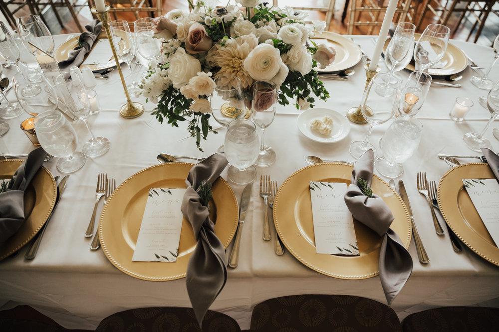 gold plates wedding decor