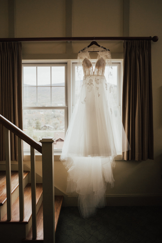 Monique Lhuiller wedding dress