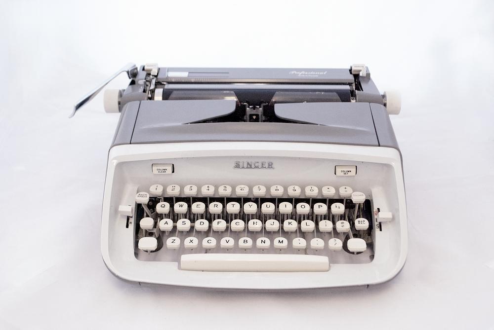 vintage typewriter   Quantity: 1  Price: $40.00