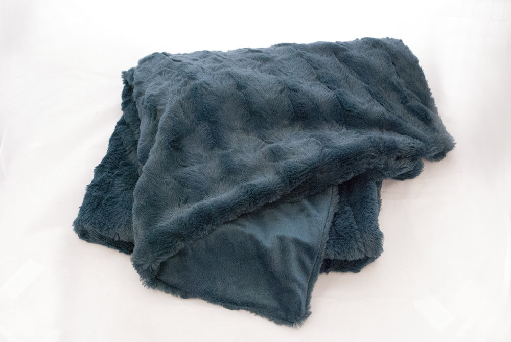 teal plush throw   Quantity: 1  Price: $5.50