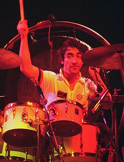 250px-Keith_Moon_4_-_The_Who_-_1975-2